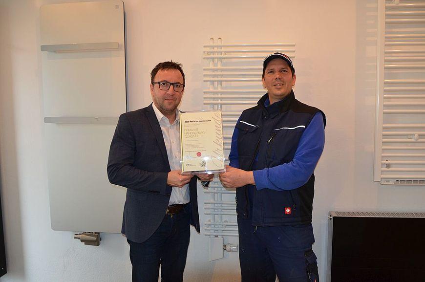 Anton Meister Gas Wasser Heizung GmbH, Peter Pallweber aus Frankenmarkt wird ausgezeichnet als Firma mit Handschlagqualität