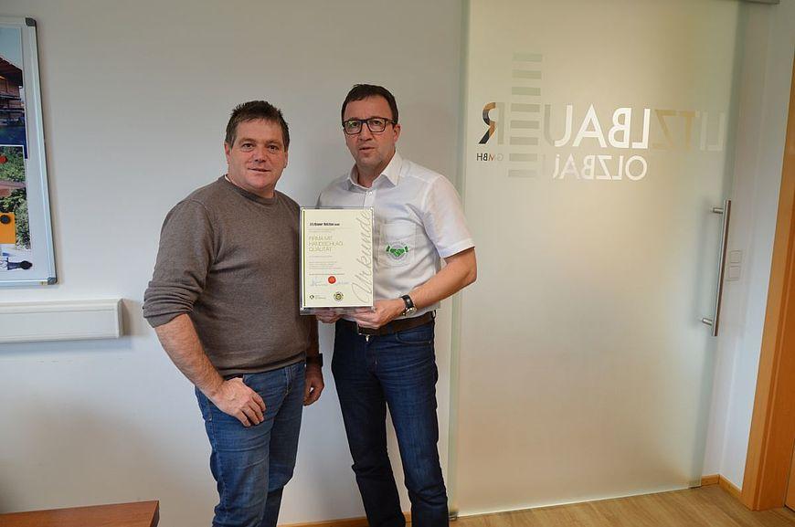 Die Firma Litzlbauer Holzbau GmbH aus Mettmach wird ausgezeichnet als Firma mit Handschlagqualität