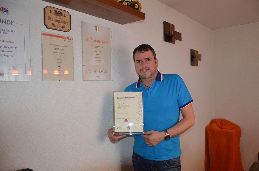 Baumanagement Fritz Knoblechner aus Zell am Moos wird ausgezeichnet als Firma mit Handschlagqualität