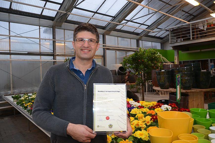 Blumenhaus & Gartengestaltung Buttinger aus Lenzing in Oberösterreich wird ausgezeichnet als Firma mit Handschlagqualität!