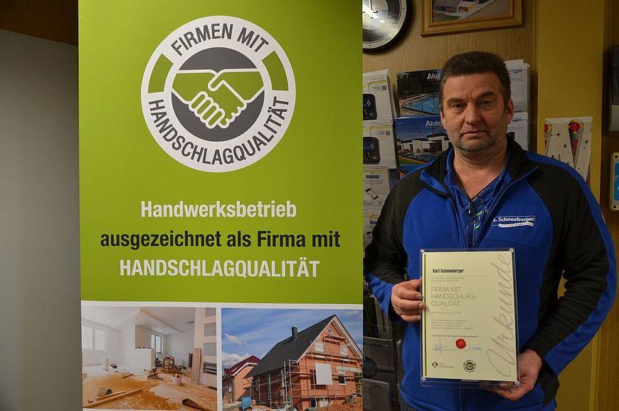 Karl Schneeberger aus Albenedt in Oberösterreich wird ausgezeichnet als Firma mit Handschlagqualität!