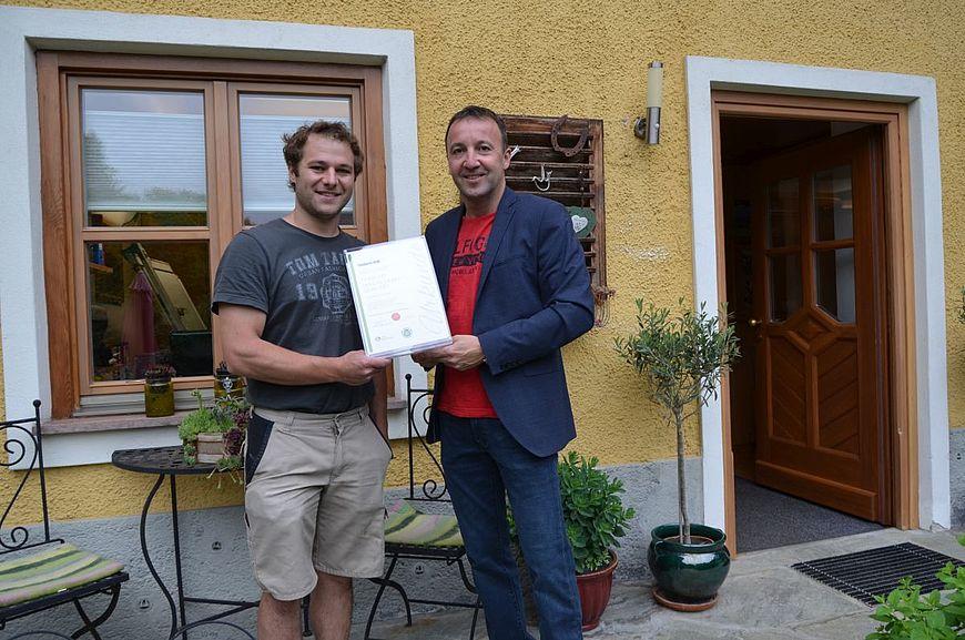 Tischlerei Seidl aus Kuch bei Hallein in Salzburg wird ausgezeichnet als Firma mit Handschlagqualität!