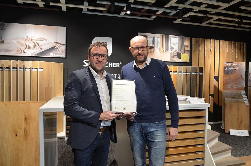 Disslbacher Raumgestaltung GmbH aus Gampern wird ausgezeichnet als Firma mit Handschlagqualität