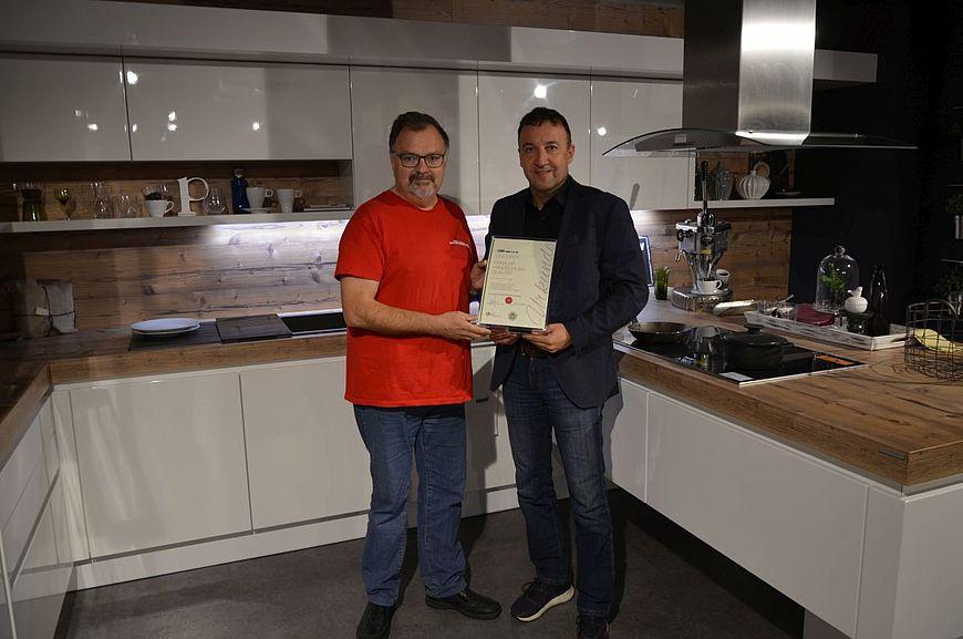 Leicht GmbH & Co. KG aus Attnang Puchheim in Oberösterreich wird ausgezeichnet als Firma mit Handschlagqualität
