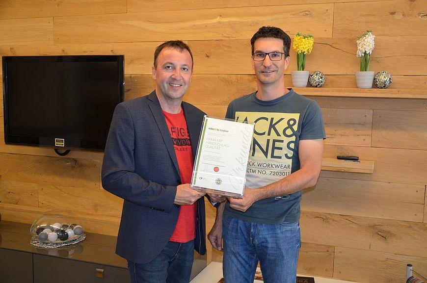 Wohnart by Scheibner Raumausstatter aus Oberalm in Salzburg wird ausgezeichnet als Firma mit Handschlagqualität!